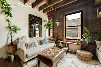 Featured On Houzz Com For Its Impeccably Stylish Renovation This Greenwich Village Studio Apartment Is A Quiet Retreat From Busy City Life